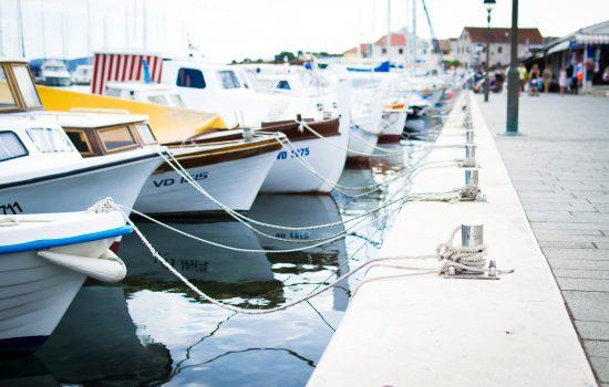 https://webverzekering.nl/wp-content/uploads/2019/06/bay-blue-boat-296242-550x350.jpg